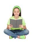 可爱的书女孩一点读取 免版税库存图片