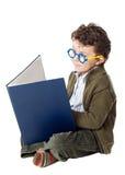 可爱的书男孩读取 免版税库存照片