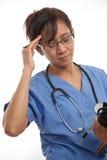 可爱的亚裔菲律宾护士医生 免版税库存图片