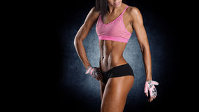 可爱的健身妇女,训练的女性身体 免版税库存图片