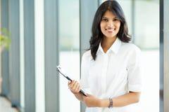 可爱的印第安女实业家 免版税库存照片