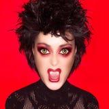 可爱的哥特式女孩。吸血鬼构成。讽刺画 免版税库存图片