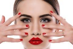 可爱的唇膏红色妇女 免版税库存照片