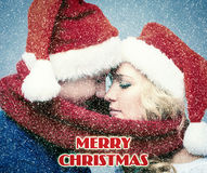 可爱的圣诞节夫妇在圣诞老人帽子 库存照片