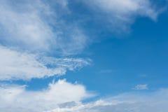 可爱的天有一朵蓝天和美丽的云彩 库存照片