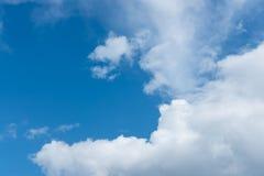 可爱的天有一朵蓝天和美丽的云彩 库存图片