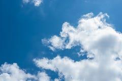 可爱的天有一朵蓝天和美丽的云彩 免版税库存图片