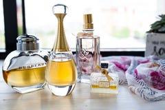 可爱的夫人的可爱的香水 免版税库存图片