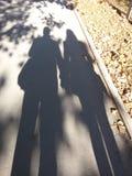 可爱的夫妇的阴影 免版税库存照片