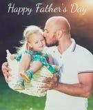 可爱的女儿和父亲画象,父亲` s天概念 库存照片