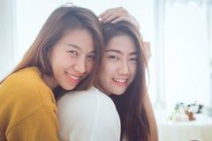 可爱的女同性恋的一起夫妇概念 年轻亚洲人wo夫妇  库存图片