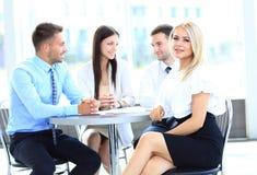 年轻可爱的女商人在会议 免版税库存图片