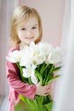 可爱的女孩小的郁金香视窗 图库摄影