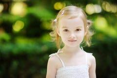 可爱的女孩少许户外纵向 免版税库存照片