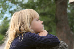 可爱的女孩少许户外被采取 免版税库存照片