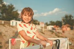 可爱的女孩画象海滩的 库存照片