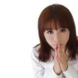 可爱的女孩祈祷 免版税库存图片