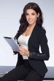 可爱的女实业家在工作 免版税库存照片
