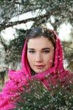 可爱的妇女佩带的围巾 库存照片