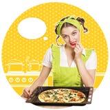 可爱的妇女烹调薄饼 减速火箭的厨房拼贴画 图库摄影