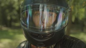 可爱的妇女画象摩托车盔甲的 影视素材
