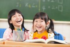 可爱的孩子的在教室 免版税库存图片