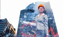 可爱的建筑师妇女和她的项目 混合画法 库存照片
