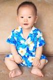 可爱的微笑儿童穿戴泰国花衬衣, Songkran 免版税库存图片