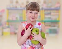 可爱的微笑的小孩画象 免版税库存图片