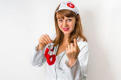 可爱的性感的护士画象有手铐的 库存图片