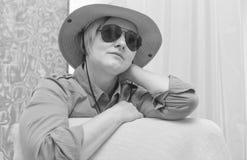 可爱的成熟妇女黑白画象  免版税库存图片