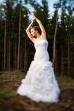 可爱的新娘在森林里 免版税库存图片