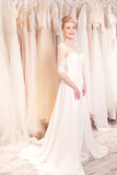 可爱的未来新娘是贴合新的礼服 库存照片