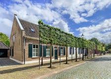可爱的村庄房子在提耳堡大学,荷兰 免版税库存图片
