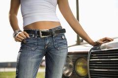 可爱的汽车妇女 免版税库存照片