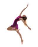 年轻可爱的灵活的女性舞蹈家 免版税库存图片