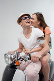 可爱的男朋友和女朋友一起旅行 免版税库存照片