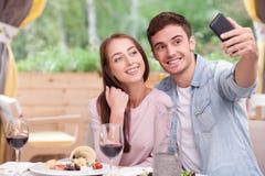 可爱的男朋友和女朋友是 免版税库存照片