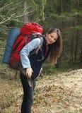 可爱的登山人女性年轻人 免版税库存照片