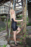 可爱的白肤金发的时尚女孩 免版税图库摄影