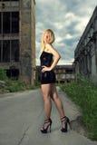 可爱的白肤金发的时尚女孩 图库摄影