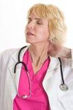 可爱的白肤金发的白种人医疗保健工作者 免版税库存照片