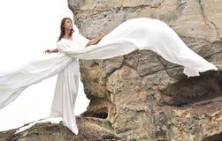 可爱的白色服装妇女 免版税库存照片