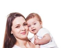 可爱的看照相机的母亲和孩子 免版税库存照片