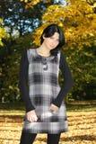 可爱的秋天公园妇女 免版税图库摄影