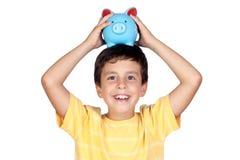 可爱的穿蓝衣的男孩moneybox 免版税库存照片