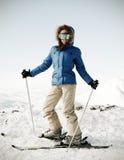 可爱的纵向滑雪者 免版税图库摄影