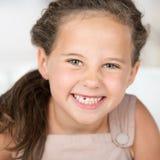 可爱的美丽的小女孩 免版税库存图片