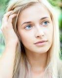 可爱的美丽的白肤金发的女孩 图库摄影
