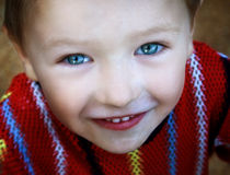 可爱的美丽的逗人喜爱的眼睛开玩笑微笑 免版税库存照片